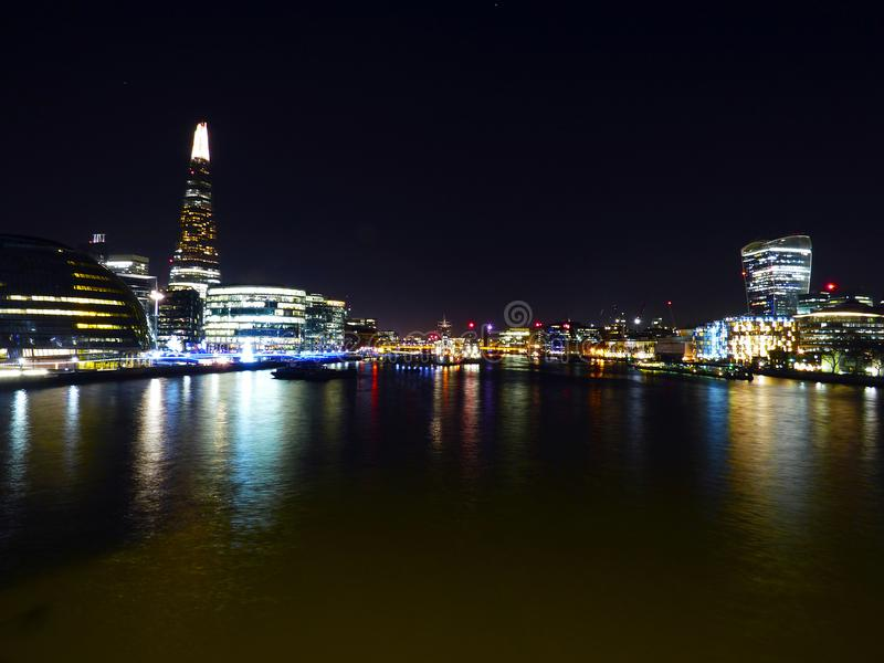 伦敦城市的夜照片泰晤士的 库存图片