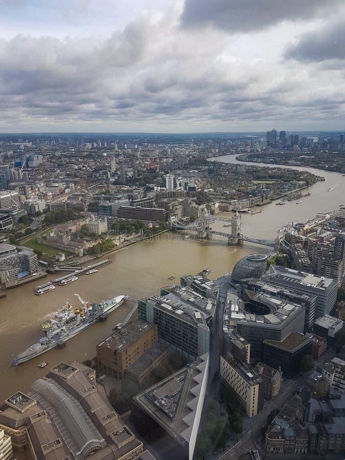 伦敦塔伦敦塔桥帝国战争博物馆贝尔法斯特号馆和阁下Mayor& x27的鸟瞰图;从碎片担任的s职务伦敦 免版税库存图片