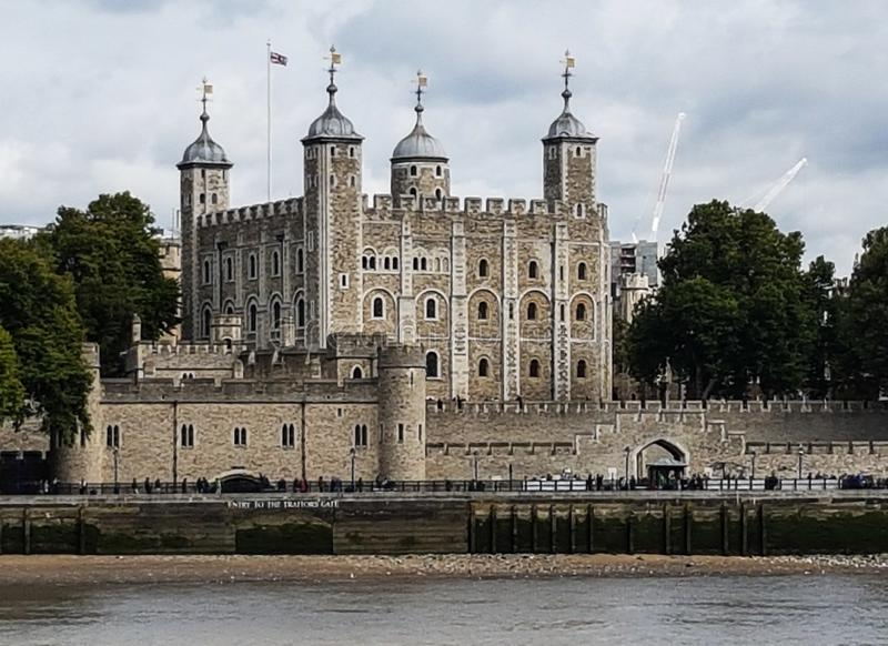 伦敦塔和泰晤士河 免版税图库摄影