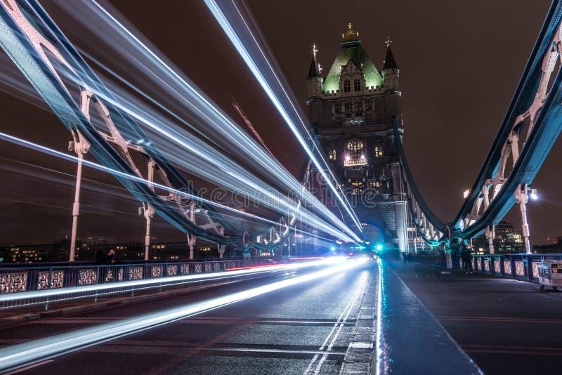 伦敦塔桥伦敦,光足迹  库存图片