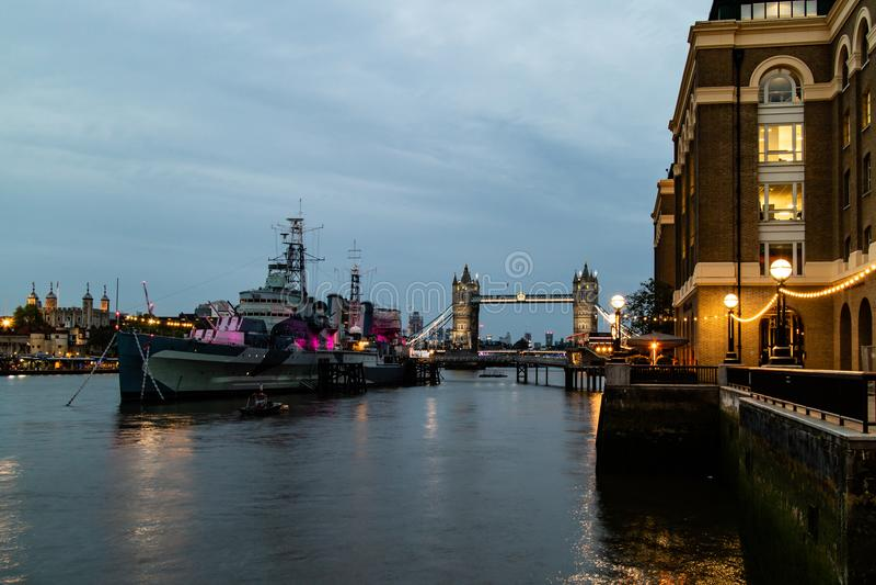 伦敦塔桥场面在距离的 免版税库存图片