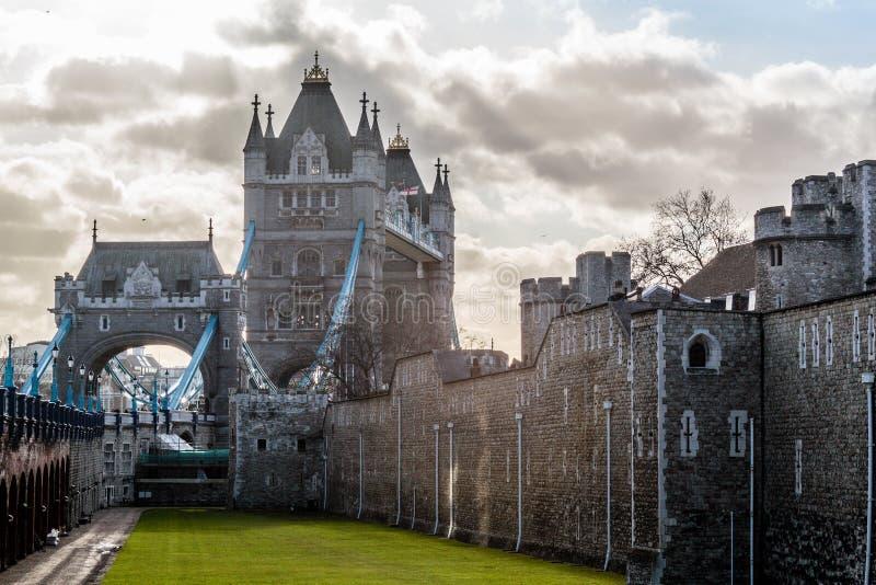 伦敦塔桥梁,晴朗的天气,英国 免版税库存照片