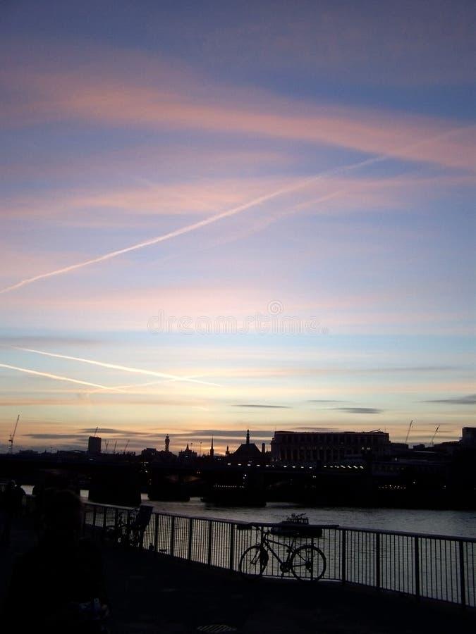 伦敦天空夜视图  库存图片