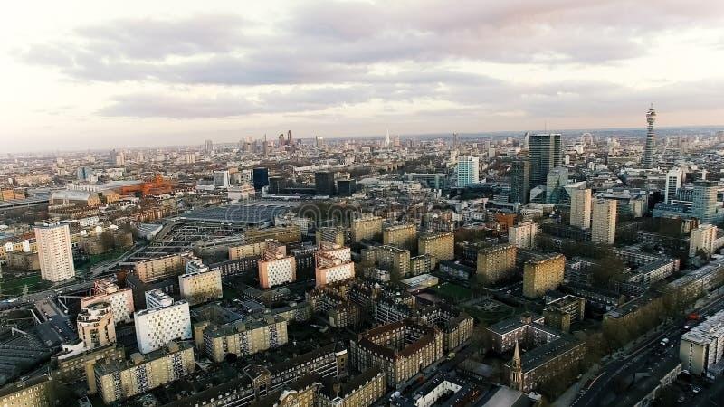 伦敦市地标和住宅市区鸟瞰图照片  免版税库存图片