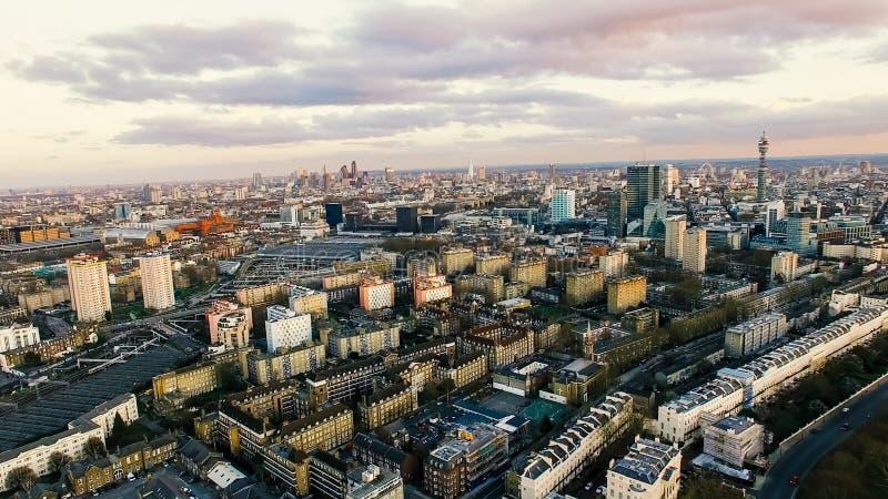 伦敦市地标和住宅市区鸟瞰图照片  库存图片