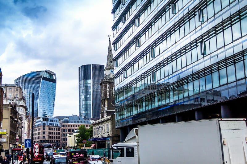 伦敦市看法从Aldgate地铁站入口的 图库摄影