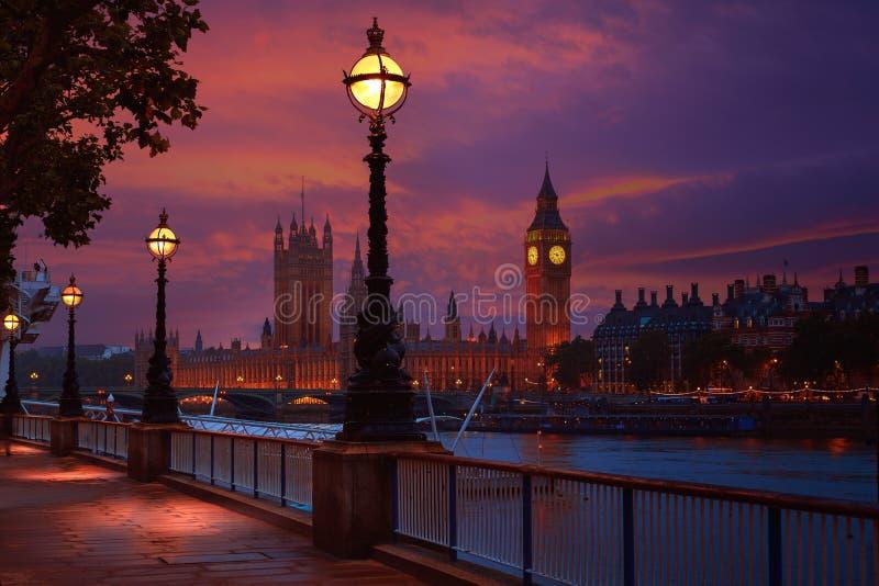 伦敦日落地平线Bigben和泰晤士 库存图片