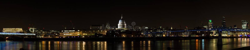 伦敦晚上地平线 免版税库存照片