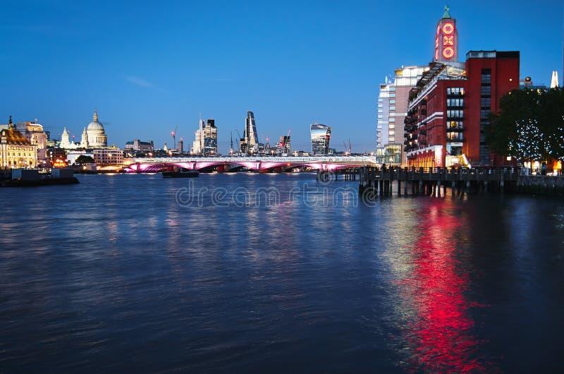 Download 伦敦晚上都市风景 编辑类照片. 图片 包括有 资本, 有历史, 英国, 晚上, 拱道, beautifuler - 62537806