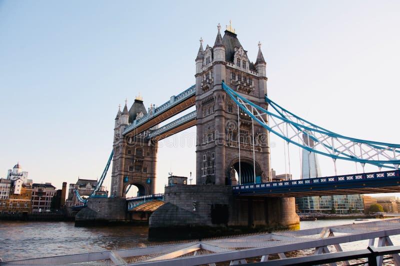 伦敦桥,跨过在市伦敦和Southwark之间的泰晤士河 免版税图库摄影