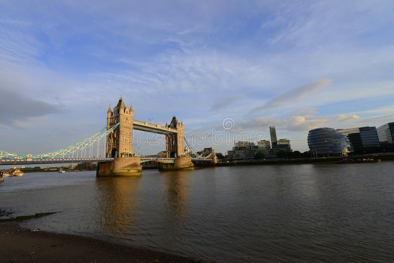 伦敦桥,财政大厦和泰晤士河 库存图片