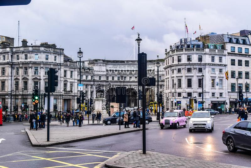 伦敦特拉法加广场街道人走 免版税库存图片
