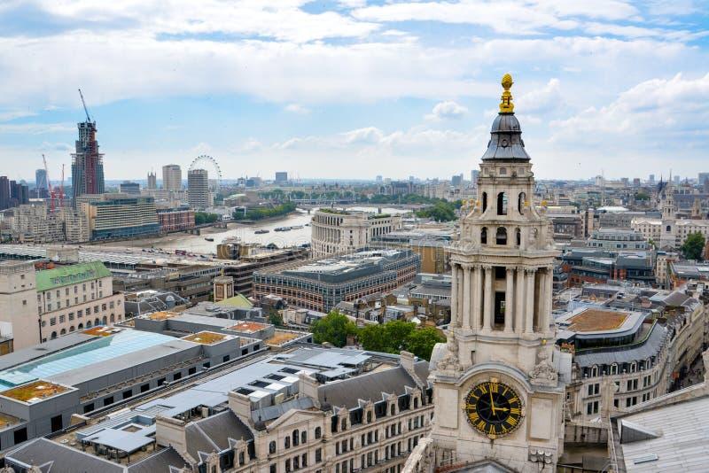 伦敦看法从上面 从圣保罗座堂的伦敦 免版税库存图片
