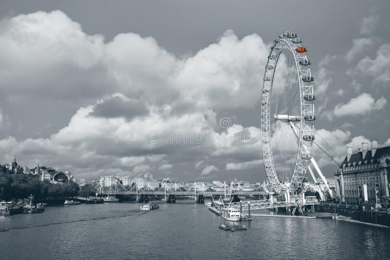 伦敦眼和地平线 免版税库存照片