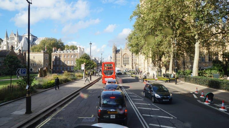 伦敦红色公共汽车游人 免版税库存图片
