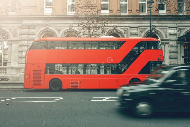 伦敦英国 公共汽车伦敦出租汽车 免版税库存照片