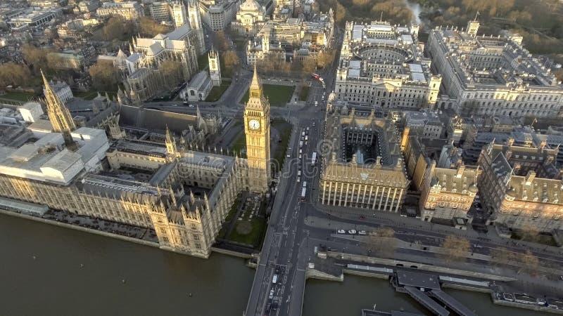 伦敦议会和大本钟议院鸟景色  库存照片