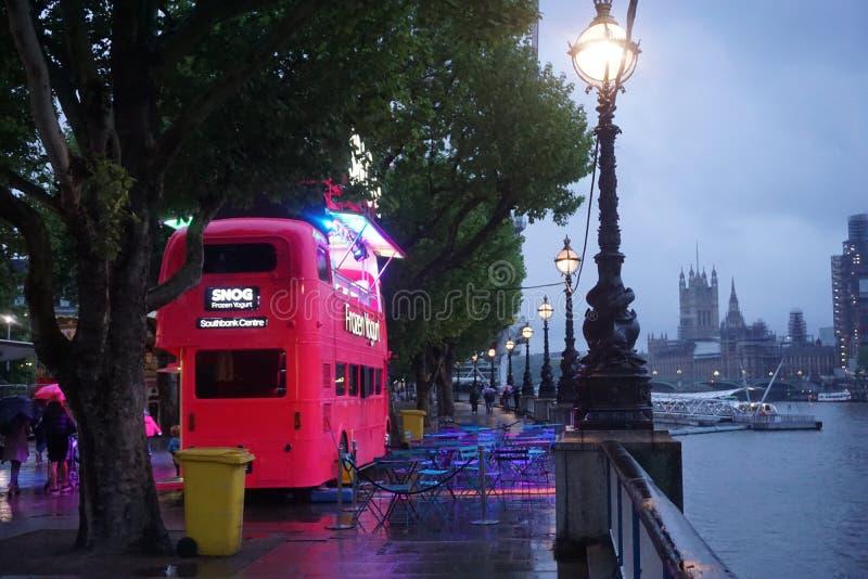 伦敦颜色党,特别的伦敦眼 免版税库存照片
