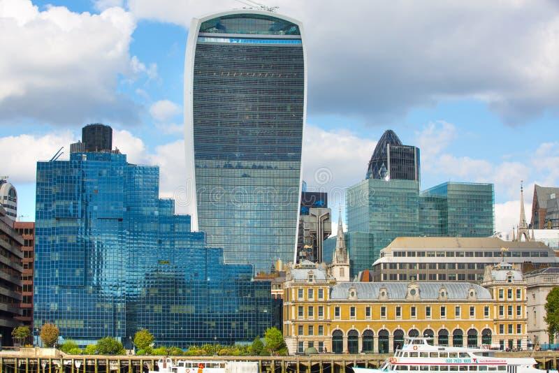 伦敦,伦敦英国- 2015年9月19日-伦敦市视图、办公室现代大厦,银行和法人公司 库存照片