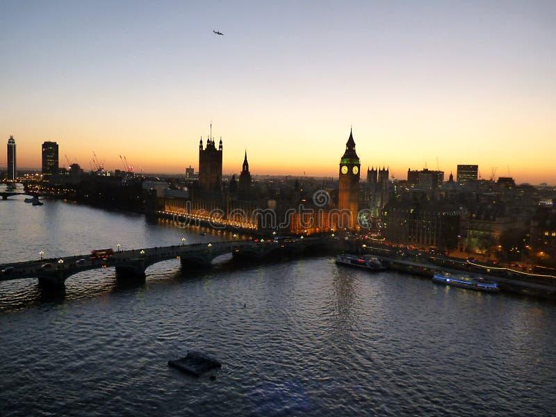 伦敦,在日落的照片在从伟大的全景的城市转动 库存图片
