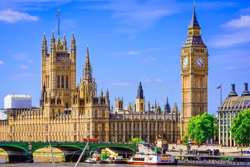 伦敦,大英国的英国:威斯敏斯特宫桥梁 免版税库存照片