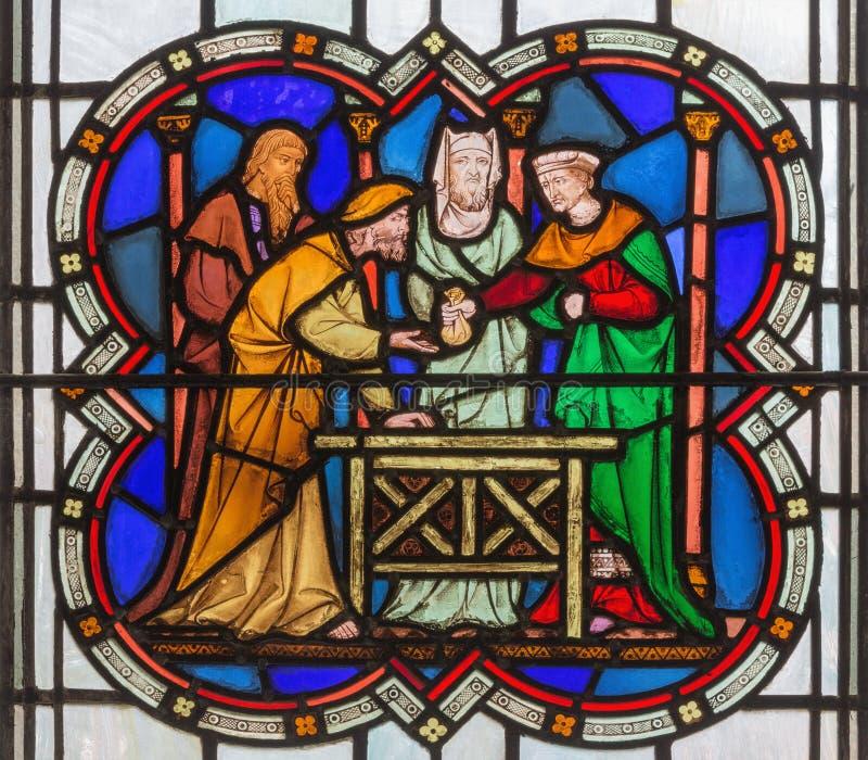 伦敦,大英国- 2017年9月14日:Judas背叛彩色玻璃的在教会圣迈克尔Cornhill里 库存图片