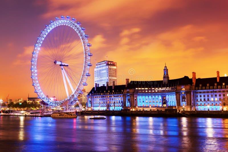 伦敦,英国地平线在晚上,伦敦眼 免版税库存照片