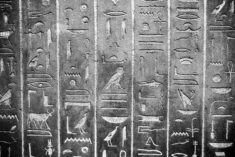 伦敦,英国,大英博物馆-在埃及棺材的象形文字 免版税库存图片