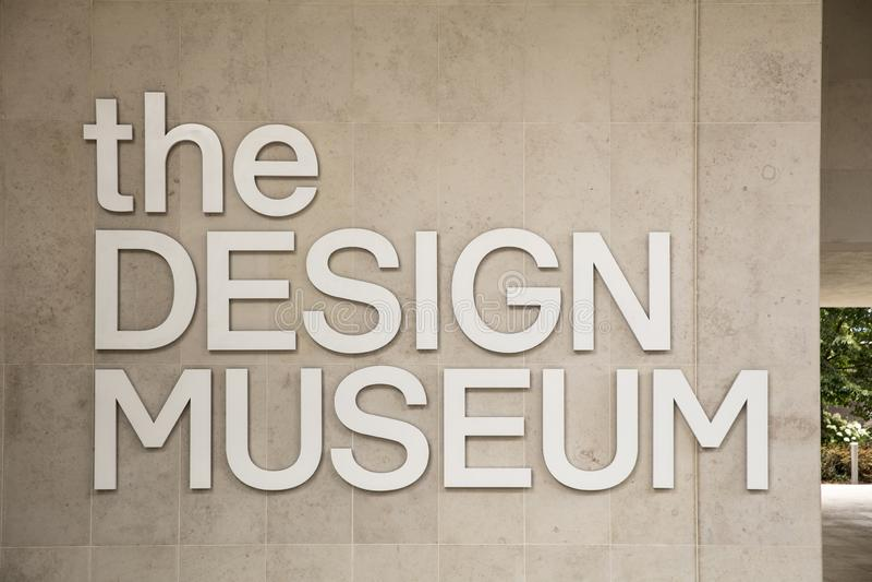 伦敦,英国,2019年7月18日,对设计博物馆的入口在肯辛顿 免版税库存照片