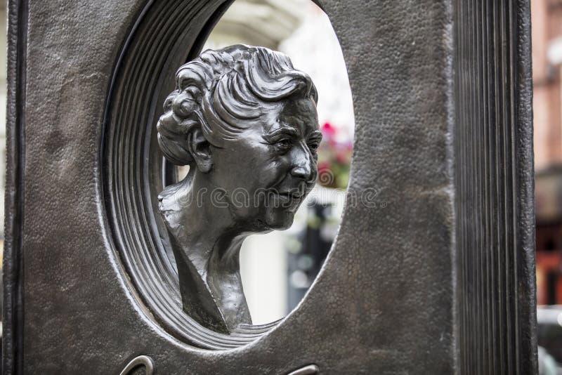 伦敦,英国,2019年7月17日,阿加莎・克里斯蒂雕象在苏豪区伦敦 库存照片
