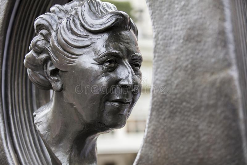 伦敦,英国,2019年7月17日,阿加莎・克里斯蒂雕象在苏豪区伦敦 免版税库存照片