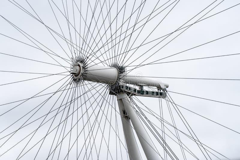 伦敦,英国,2019年7月28日 伦敦眼是一个悬臂观察轮子在泰晤士河的南岸在伦敦 免版税库存照片