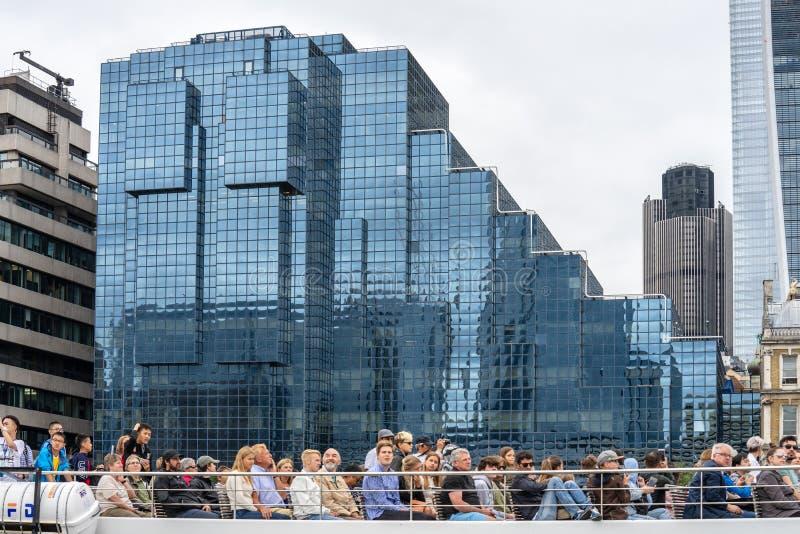 伦敦,英国,2019年7月28日 泰晤士河巡航毫无疑问是其中一个最佳的方式看伦敦,蜿蜒通过心脏 库存图片