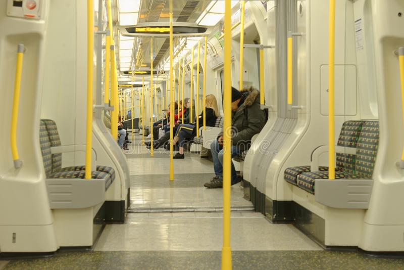 伦敦,英国:管火车内部 现代 图库摄影