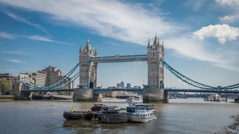 伦敦,英国- 2016年5月5日:塔桥梁在一个美好的清楚的早晨,伦敦 免版税库存照片