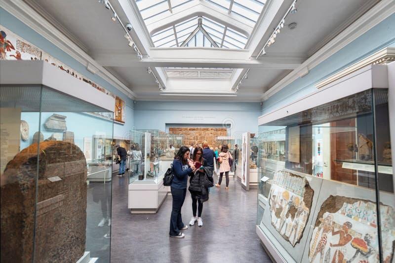 伦敦,英国- 2019年5月13日:大英博物馆,伦敦 古埃及、人工制品、胸象和雕象的霍尔 库存图片
