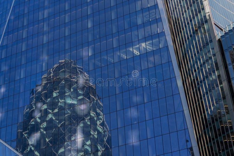 伦敦,英国- 2018年9月02日:嫩黄瓜大厦伦敦的反射 免版税库存照片