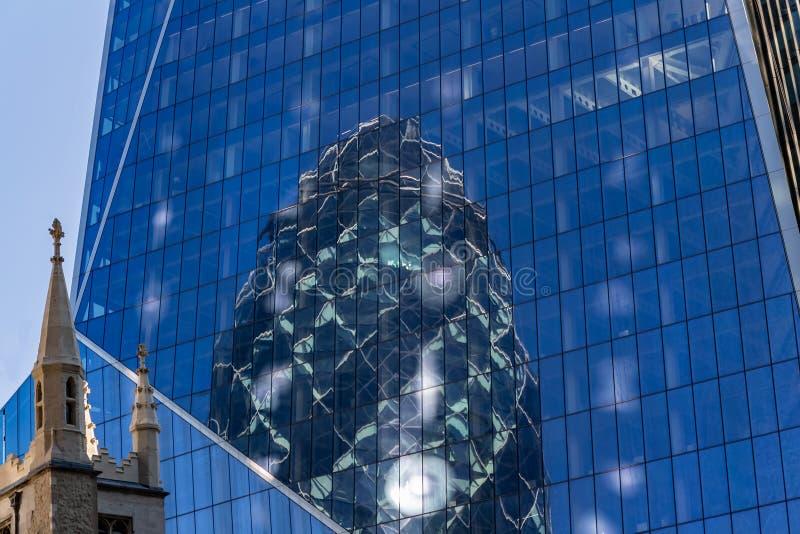 伦敦,英国- 2018年9月02日:嫩黄瓜大厦伦敦的反射 免版税图库摄影