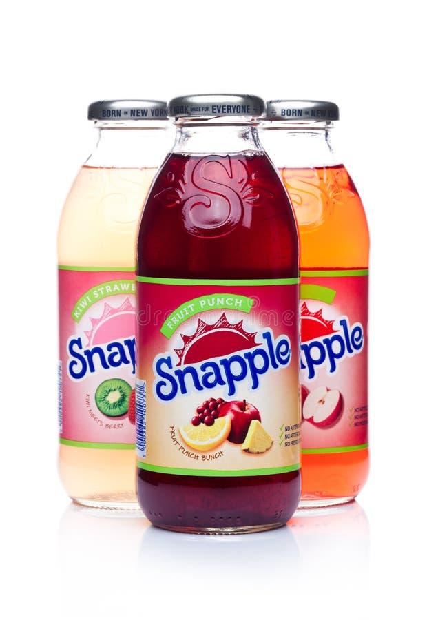 伦敦,英国- 2018年1月02日:瓶在白色的Snapple汁液 Snapple是博士Pepper Snapple在Ame根据的Group的产品 库存照片
