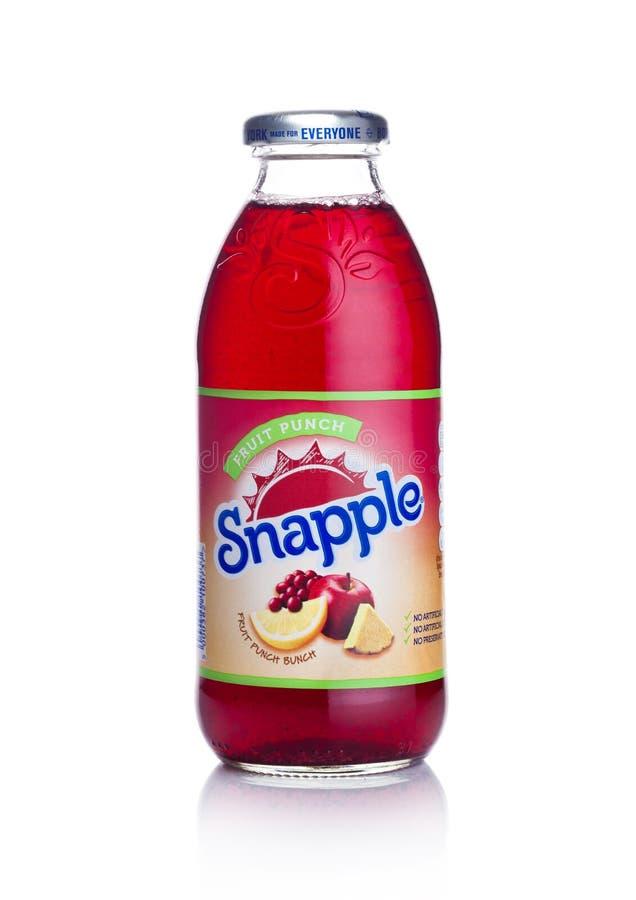 伦敦,英国- 2018年1月02日:瓶Snapple在白色的果汁喷趣酒汁液 Snapple是博士Pepper Snapple Group b的产品 免版税库存图片