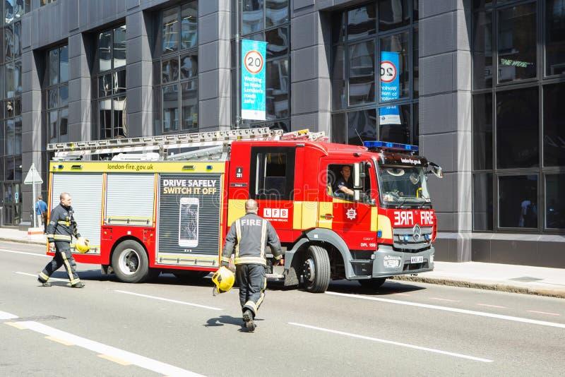 伦敦,英国- 2017年8月25日:紧急情况服务冷杉 库存照片