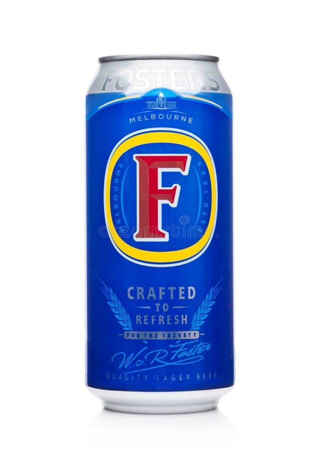 伦敦,英国- 2017年12月15日:Foster ` s在黑背景的储藏啤酒铝罐  免版税库存照片