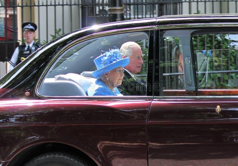伦敦,英国- 2017年6月21日;女王伊丽莎白和查尔斯王子为状态打开议会到达 英国6月2017年伦敦, 库存图片