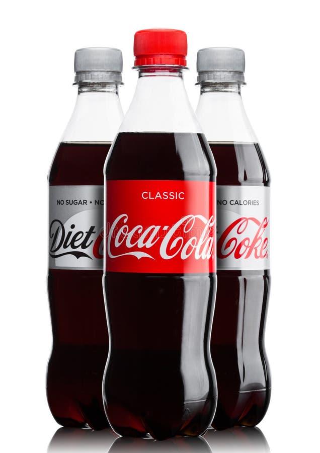 伦敦,英国- 2017年6月9日:瓶在白色的可口可乐软饮料 可口可乐公司,美国多民族饮料corp 图库摄影