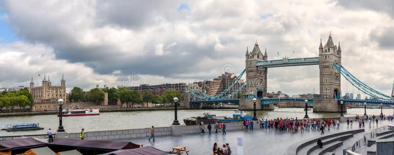 伦敦,英国- 8月6 :从北部银行的塔桥梁 库存图片