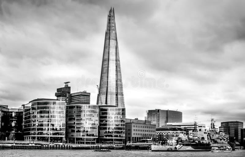伦敦, Southwark桥梁和泰晤士河全景  库存照片