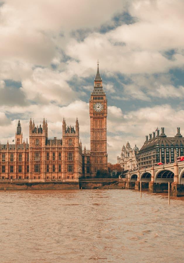 伦敦-议会大笨钟和房子  库存照片