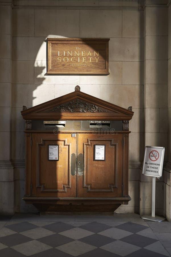 伦敦Linnean社会的邮箱 免版税库存照片