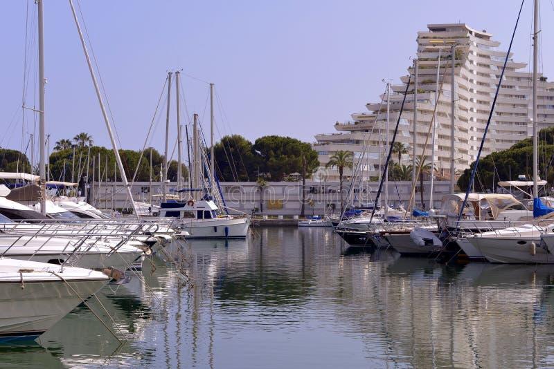 维伦纽夫Loubet港口在法国 免版税库存照片