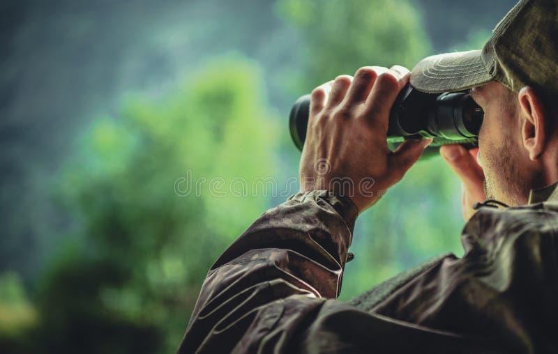 伪装和双筒望远镜 免版税库存图片
